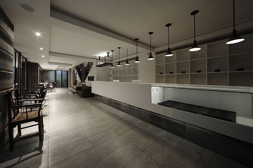 商业空间 本案为品牌服装店的店面设计